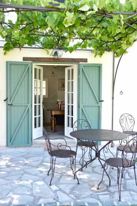 Terrasse privative de la chambre d'hôtes Le Chai