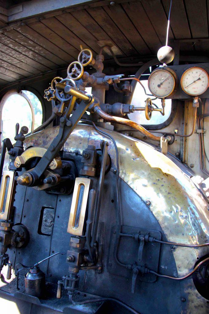 Intérieur de la locomotive à vapeur