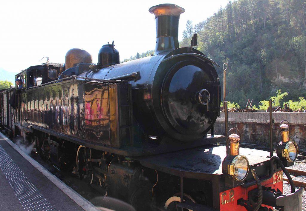 le train des Pignes au départ de Puget-Théniers