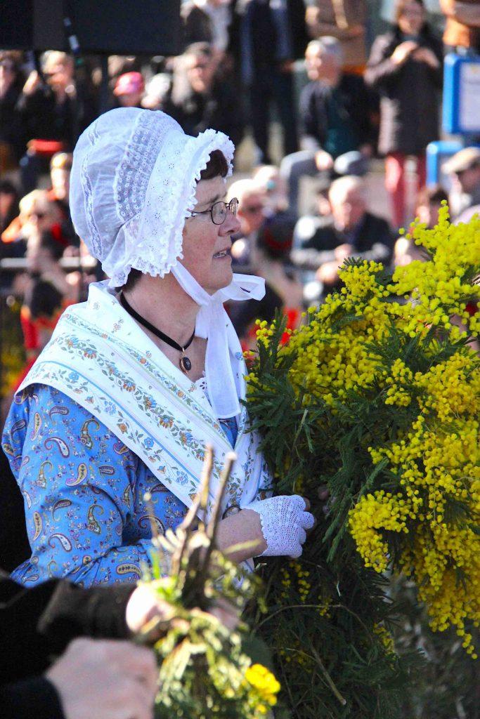 Fête du mimosa costume provençal